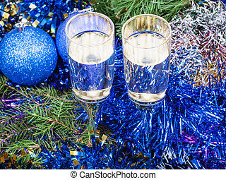Two glasses with blue Xmas decorations and tree 5