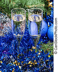 Two glasses with blue Xmas decorations and tree 6