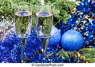 Two glasses with blue Xmas decorations and tree 8