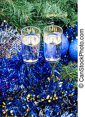 Two glasses with blue Xmas decorations and tree 9