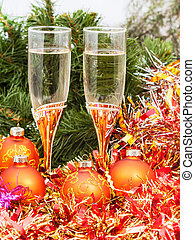 Two glasses with gold Xmas decorations and tree 5