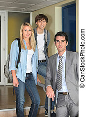 Two students and their lecturer in the corridor
