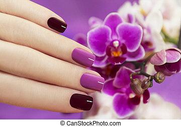 Two-tone fashion nails. - Two-tone fashion nails on female...