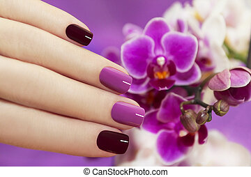 Two-tone fashion nails. - Two-tone fashion nails on female...
