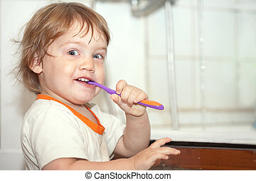 gir brushes her teeth - Two-year baby gir brushes her teeth