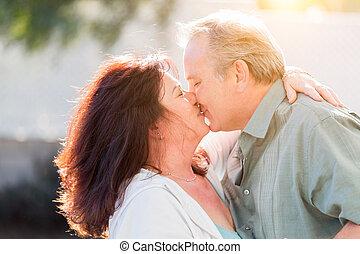 tycka om, långsam, romantisk, dans, par, mitt, utanför, kyss, åldrig