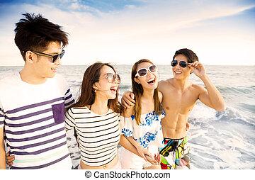 tycka om, sommar, vandrande, grupp, ung, semester, strand, lycklig