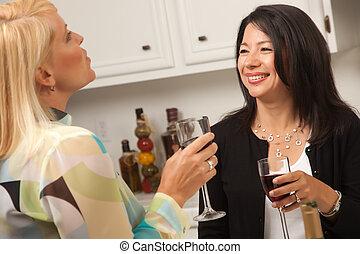 tycka om, vin, två, flickvänner, kök
