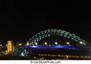 tyne most, na, rzeka, tyne, newcastle, anglia, w nocy