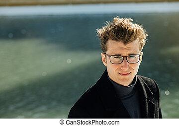 type, dehors, intelligent, lunettes