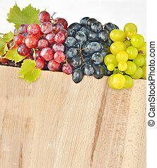 types of grapes on wood
