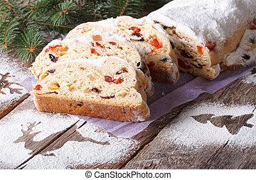 Tysk, tårta, frukt, jul, stollen. Gjord, bread-like, glasering, bakgrund., tysk, stollen, över ...