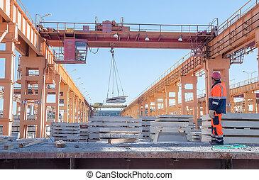 Slinger with crane operator work
