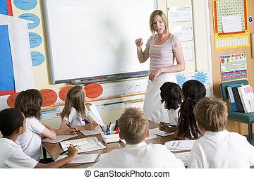 učení, škola vyšší třídy, mladší, učitelka
