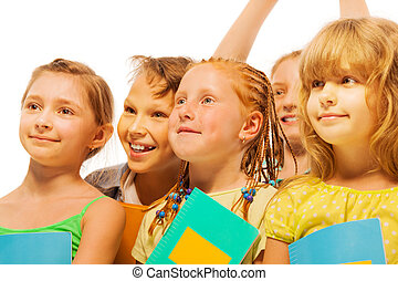 uśmiech, dzieciaki, piątka, szczęśliwy, portret