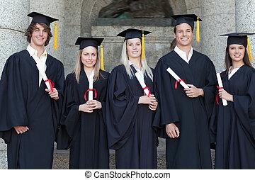 uśmiechanie się, absolwenci, przedstawianie