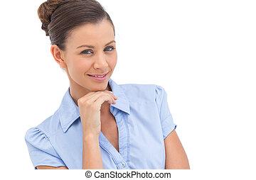 uśmiechanie się, kobieta interesu, z, ręka na podbródku