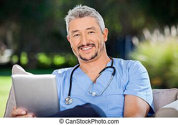 uśmiechanie się, komputer, samiec, tabliczka, doktor