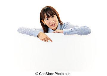 uśmiechanie się, młoda kobieta, z, whiteboard
