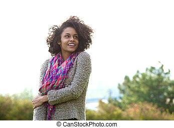 uśmiechanie się, młody, afrykańska amerykańska kobieta, reputacja, outdoors