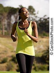 uśmiechanie się, młody, afrykańska amerykańska kobieta, wyścigi, outdoors
