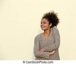 uśmiechanie się, młody, czarna kobieta, z, herb krzyżował