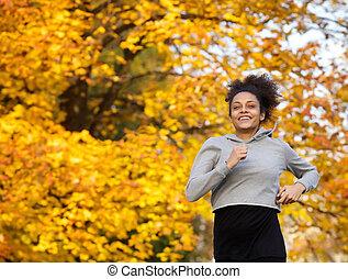 uśmiechanie się, młody, ma na sobie kobietę, wyścigi, outdoors