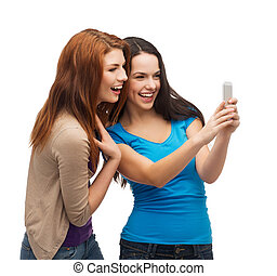 uśmiechanie się, smartphone, dwa, nastolatki
