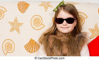 uśmiechanie się, sunglasses, mała dziewczyna