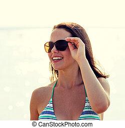 uśmiechanie się, sunglasses, teenage dziewczyna