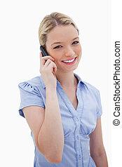 uśmiechanie się, używając, kobieta, cellphone