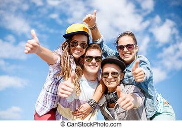 uśmiechanie się, zewnątrz, sunglasses, nastolatki, wisząc