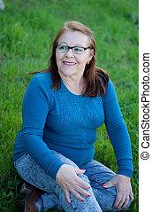 uśmiechnięta kobieta, starszy, outdoors