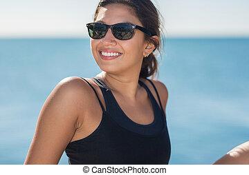 uśmiechnięta kobieta, sunglasses, młody, szczęśliwy