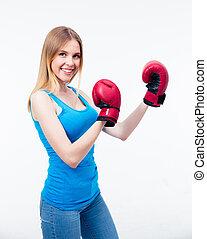 uśmiechnięta kobieta, w, boks rękawiczki