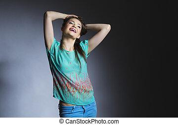 uśmiechnięta kobieta, z, podniesiony herb