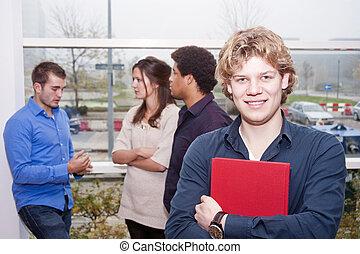 uśmiechnięty człowiek, kolegium, młody, campus