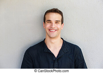 uśmiechnięty człowiek, na, szare tło