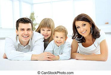uśmiechnięty szczęśliwy, rodzina