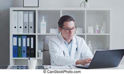używając, biuro, profesjonalny, pracujący, doktor, medyczny, szpital, computer.