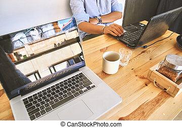używając, co-working, człowiek, laptop., przestrzeń