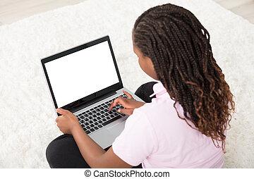 używając, ekran, laptop, dziewczyna, czysty