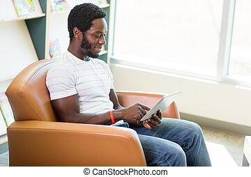 używając, księgarnia, student, tabliczka, cyfrowy