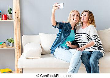 używając, smartphone, fotografowanie, rodzina, kochający