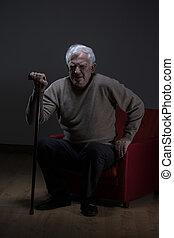 używając, starszy człowiek, piesza pałka