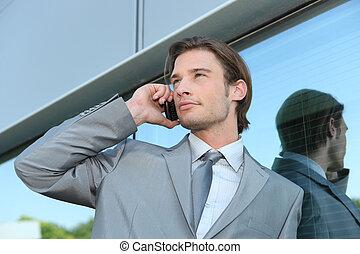 używając, wykonawca, młody, cellphone