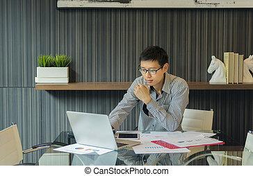 używający laptop, asian handlowy, człowiek