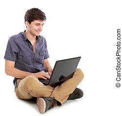 używający laptop, komputer, młody mężczyzna