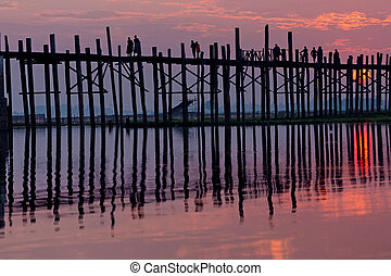 U bein bridge in Myanmar - U bein wooden teck bridge under...