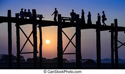 U Bein bridge, Myanmar - U Bein bridge at sunset in...
